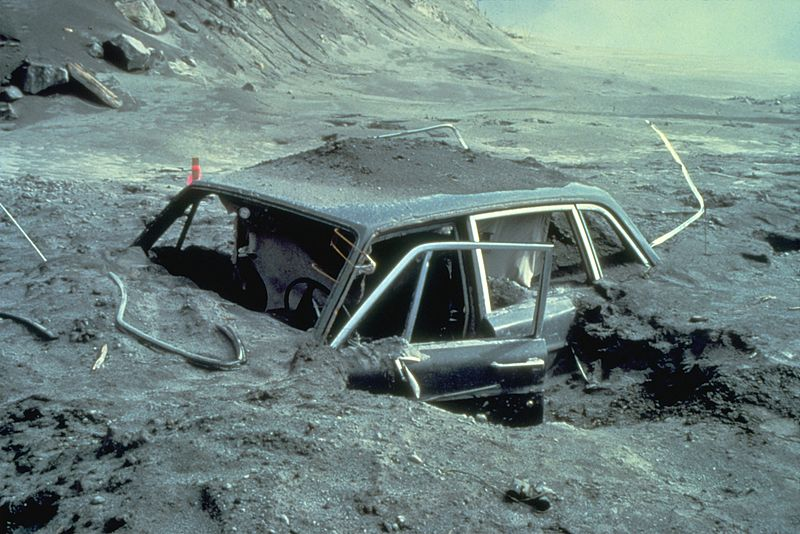 800px-Reid_Blackburns_car_after_May_18,_1980_St._Helens_eruption